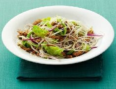 Low FODMAP Recipe - Thai rice noodle salad: http://www.ibssano.com/low_fodmap_recipe_thai_rice_noodle.html