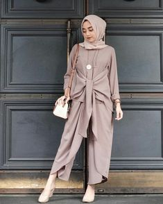This Elegant muslim outift ideas for eid mubarak 60 image is part from Elegant Muslim Outfits Ideas for Eid Mubarak gallery and article, click read it bellow to see high resolutions quality image and another awesome image ideas. Jumpsuit Hijab, Hijab Dress, Hijab Casual, Islamic Fashion, Muslim Fashion, Modest Dresses, Modest Outfits, Eid Outfits, Womens Fashion Online