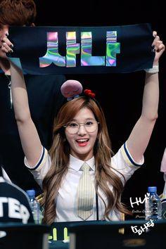 You will fall in love with this girl 💗No Sana No Life 💗 Sana Cute, Sana Minatozaki, Twice Sana, Korean Group, Nayeon, Kpop Girls, Girl Group, Rapper, My Love