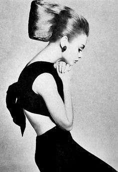 Jean Shrimpton photographed by Richard Avedon for Harper's Bazaar, 1965.