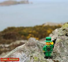 This time it was time to meet Dublin. A wonderful place where its culture landscapes food and people are impressive. In this photo we are on Howth cliffs and movie islands. A great experience in Ireland  #lego #legophoto #legophotography #legomania #legolove #legoland #legos #instalego #instatoy #toy #toyphoto #dublin #ireland #howth #island #cliff #landscape #wonderful #experience #travel #traveller #irish #minifig #minifigure #toypics #instatoy