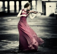 This would be so much prettier if she were holding the violin correctly xD