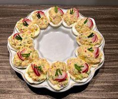 Wielkanocne jajka faszerowane - Blog z apetytem Avocado Egg Salad, Polish Recipes, Easter Recipes, Food To Make, Catering, Sushi, Food And Drink, Healthy Eating, Appetizers