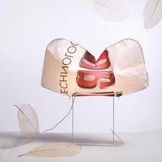 Charlotte è una nuvola luminosa, una lampada in Drop Paper progettata dal designer  Octavio Amado per essere modellata continuamente dagli utenti.