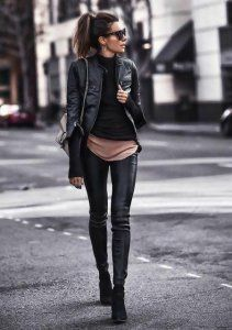 43 leather leggings outfits that will make you look amazing .- 43 Ledergamaschen-Outfits, die Sie verblüffend aussehen lassen 43 leather leggings outfits that will make you look amazing let - Outfits Leggins, Leather Leggings Outfit, Leather Jacket Outfits, Black Leather Pants, Leather Jackets, Leather Jeggings, Spanx Faux Leather Leggings, Leather Skirts, Club Outfits For Women