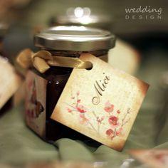 2in1 - Wedding favour and place cards - Kettő az egyben esküvői köszönetajándék és ültető kártya Wedding Places, Wedding Place Cards, Wedding Favours, Wedding Designs, Favors, Place Card Holders, Wedding Reception Venues, Presents, Wedding Keepsakes