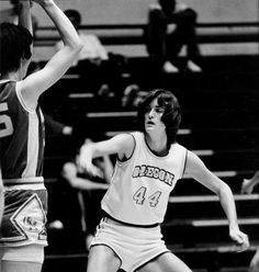 Black and white photo of University of Oregon basketball player Meg Jones playing defense during the 1980-81 season. ©University of Oregon Libraries - Special Collections and University Archives