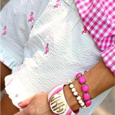 Pink gingham shirt, white seersucker shorts with flamingos, and bracelets. Perfect spring or summer outfit Preppy Girl, Preppy Style, My Style, Classy Style, Preppy Outfits, Summer Outfits, Cute Outfits, Preppy Fashion, Preppy Clothes