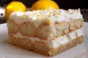 Con esta tarta no solo conseguiréis traer un pequeño pedazo de la maravillosa gastronomía italiana a vuestros hogares, sino tener siempre a mano un dulce perfecto para cualquier ocasión y que, además, a los niños les encantará.    Para la crema: + 750 ml. de leche, + Cáscara de limón, + 3 hue
