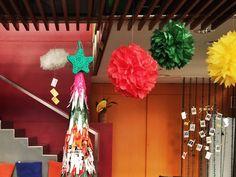 Aquest és l'arbre de Nadal que hem fet aquest any a Vapor Lab. A més, és sostenible! Està completament fet amb bosses de plàstic reciclades! :)