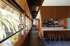 The Perth home and studio of Bulgarian-born architect Iwan Iwanoff. Mid Century Interior Design, Mid-century Interior, Mid Century Design, Modern Interior, Interior Architecture, Mid Century House, Interior Design Inspiration, New Homes, House Design