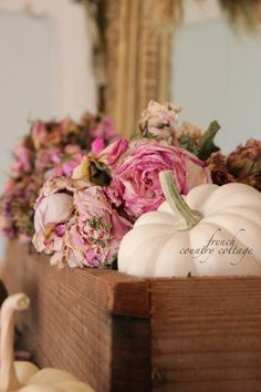 Autumn Home ~ Simple Touches - French Country Cottage Shabby Chic Fall, Estilo Shabby Chic, Shabby Chic Decor, French Country Cottage, French Country Style, Shabby Cottage, Shabby Bedroom, Country Homes, Cottage Style