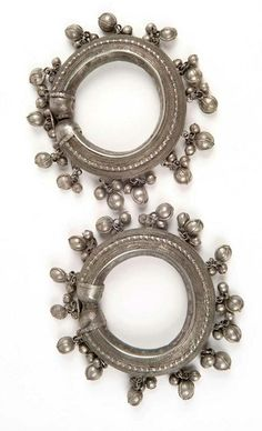 Yemen | Pair of woman's bracelets with bells from Ta'izz | Silver