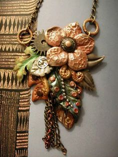 Ali di Libellula: STEAM-FLORA - Polymer clay flower and leaves, metallic findings, watch gears and chains.