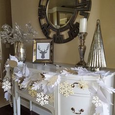 I had this garland i made for fall and i turned it into #christmasgarland by adding the #snowflakes. Sharing this picture for #seasonalsaturdays #icantwaittodecorate #howyouholiday #mysaturdayvignette #christmasdecoration #christmasentryway #fromtrashtotreasure #mondaymirrors #gottagotoross #homegoods #christmastree #homedecor #diy #cricutexploreair2