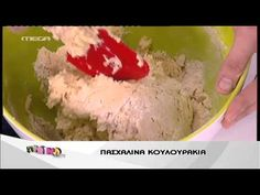 Entertv:Ο Άκης φτιάχνει πασχαλινά κουλουράκια 2 - YouTube