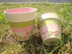 Shabby Chic Paint Garden Pots, Painted Plant Pots, Painted Flower Pots, Flower Pot Crafts, Clay Pot Crafts, Ceramic Pots, Clay Pots, Painting The Roses Red, Flower Pot Design