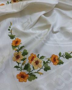 Instagram photo by altinkayahome - #kanavicenin guzelligi# Melahat hanım ellerine saglik# Christmas Embroidery, Hand Embroidery, Simple Cross Stitch, Needlework, Diy And Crafts, How To Make, Instagram, Design, Stitch Patterns