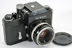 La famosissima serie F della Nikon è una delle prime reflex analogiche con una progettazione del tutto nuova, derivante dalle collaudate macchine a telemetro, prodotta tra il 1959 ed il 1979 da Nippon Kogaku.