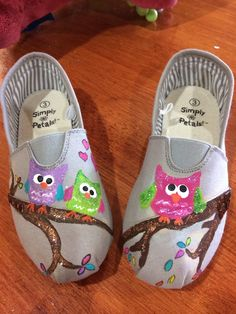 Painted owl shoes for Bails