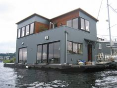 Seattle cracks down on houseboat-like boats Sleepless In Seattle House, Floating Architecture, Sailboat Plans, I Love House, Water House, Wooden Boat Plans, Floating House, Side Window, Home Jobs
