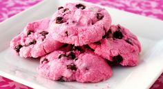 Hot Pink Chocolate Chip Cookies | 29 Fun Food Crafts To Make For Someone YouLove