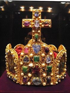 Imperial Crown of the Holy Roman Empire-Yea, I think that's a beautiful Cross...