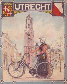 dubbelkaarten van de eerste Nederlandse rijwielfabriek uit Deventer van 1927 Burgers ENR te Deventer De voorzijde een dame of heer in klederdracht met een fiets De achterzijde heeft allemaal dezelfde afbeelding Binnenzijde een fietskaart van de bijbehorende provincie Formaat is 15 X 12 cm gesloten, geopend is de kaart 15 X 24 cm #Utrecht #Gooi Dutch Bicycle, Old Bicycle, Bicycle Art, Utrecht, Bicycle Brands, Amsterdam Holland, Vintage Cycles, Coat Of Arms, Print Pictures