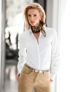 A Scarve and belt dress up any outfit! Ways To Wear A Scarf, How To Wear Scarves, Classy Outfits, Chic Outfits, Fashion Outfits, Work Fashion, Fashion Looks, Mode Chic, Over 50 Womens Fashion