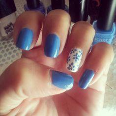My nails..blu&white. .#nails#nailsart#nagellak#vernice#vernize#makeup#colors#blu#white#love#flowers#moda#fashion#outfit#