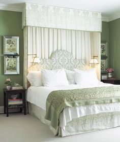 Mossy walls, canopy bed, sconces - Anne Hepfer