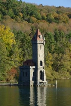 Resting right above the water, we still can't believe this miniature castle is hiding in plain sight on Otsego Lake! Great Places, Places To See, Otsego Lake, York Castle, Summer Vacation Spots, Vacation Ideas, Lake George Village, Yorky, Beautiful Castles