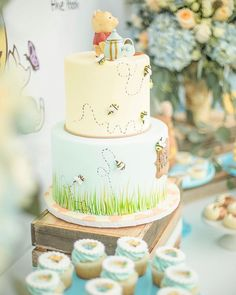 """Sometimes the smallest things take up the most room in your heart"" … ""Parfois, les plus petites choses prennent la plus grande place dans votre cœur"" -Winnie The Pooh Design / Setup / Locatio Winnie Pooh Torte, Winnie The Pooh Themes, Winnie The Pooh Birthday, Baby Birthday, Birthday Parties, Birthday Ideas, Winnie The Pooh Nursery, Gateau Baby Shower, Baby Shower Cakes"