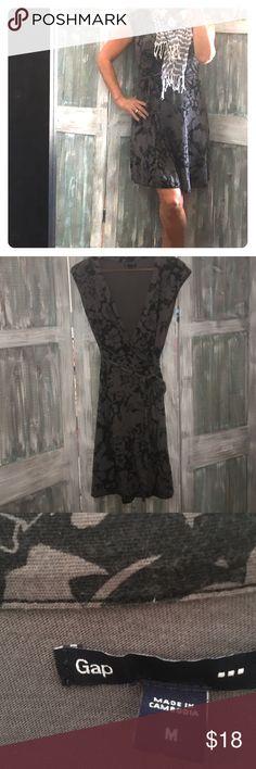 GAP WRAP DRESS Black floral prints, tie wrap dress. Size medium.  guc GAP Dresses Midi