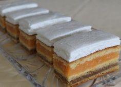 Prăjitură cu gem de caise, cremă de nuci si friscă, un rasfat culinar ideal pentru weekend