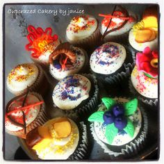Bow and arrow, nightlock, primrose, bread, cornucopia, girl on fire... The Hunger Games cupcakes