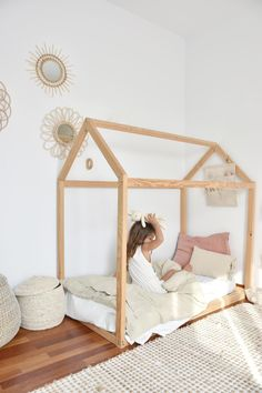 Create a magical children's bedroom with natural materials such as linen bedding and wooden accessories. Styled by Marina Cabero. Bedding by MagicLinen. Toddler House Bed, Toddler Bedding Girl, Montessori Toddler Bedroom, Kids Bedroom Accessories, Kids Bedroom Designs, Daughters Room, Big Girl Rooms, Girls Bedroom, Linen Bedding