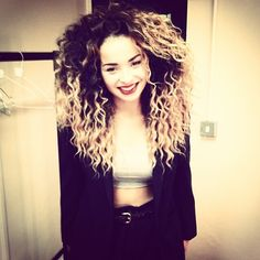 I would kill for this hair Fairytale Hair, Ella Eyre, Curly Hair Styles, Natural Hair Styles, Tori Kelly, Curl Styles, Bright Hair, Famous Girls, Natural Curls