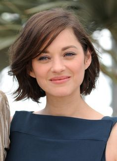 La coiffure de Marion Cotillard à Cannes | Carré flou If I ever cut my hair short again...