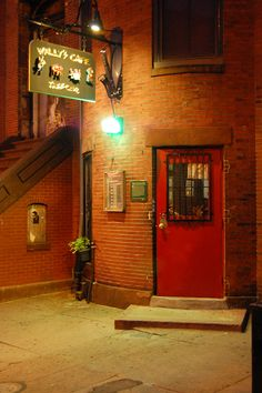 Wally's Cafe Jazz Club was founded in 1947 and is one of the last remaining jazz clubs from Boston's jazz heyday. Jazz greats such as Charlie Parker, Billie Holiday, and Art Blakey have performed there. Clubs In Boston, Hipster Coffee, Boston Restaurants, Live Jazz, Cool Jazz, Cool Doors, Jazz Club, Billie Holiday, Vintage Interiors