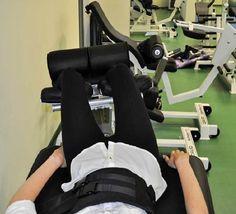 Спортсмены федерации Большого тенниса Украины после трпнировок снимают напряжение со спины на kinetrac knx-7000
