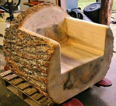 One of three log chairs that were carved out of a diamet.- One of three log chairs that were carved out of a diameter poplar tree! One of three log chairs that were carved out of a diameter poplar tree! Rustic Log Furniture, Tree Furniture, Furniture Layout, Office Furniture, Outdoor Furniture, Woodworking Projects Diy, Woodworking Plans, Log Chairs, Log Projects