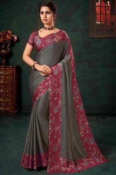 Warm Grey chiffon saree with wine satin blouse. Embellished with floral print embroidery. Saree with U Neck, Short Sleeve. It comes with unstitched blouse. Chiffon Saree, Silk Sarees, Wear Store, Traditional Sarees, Warm Grey, Blouse Online, Saree Collection, Saree Blouse, Designer Wear
