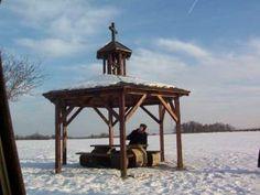 Zvonička na kopci Náklo.