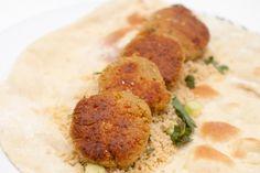 FALAFEL: Her servert i mykt brød sammen med tabbouleh.