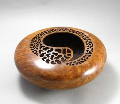 It might be wood - not a gourd - but what a great design!   Dec711_024 WOODTURN aSSOCIATION a gourd maybe
