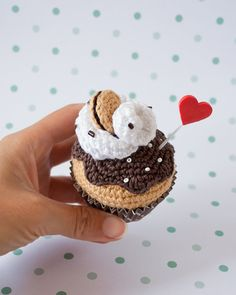 Wiped cream chocolate biscuit crochet cupcake. By I am a Mess €14.50
