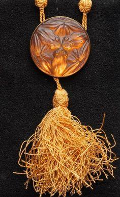René Lalique - An early Art Deco 'Frogs' pendant. Moulded orange glass. Signed. No. 1357 catalog Marcilhac. #Lalique #ArtDeco #pendant