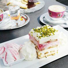 #Shopping break ☕ #delicious #vscocam #friends Vienna Food, Weekend Getaways, Vanilla Cake, Friends, Desserts, Shopping, Amigos, Tailgate Desserts, Boyfriends