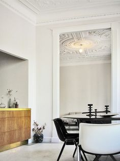 Gorgeous flat with decorated ceilings and walls - via cocolapinedesign.com